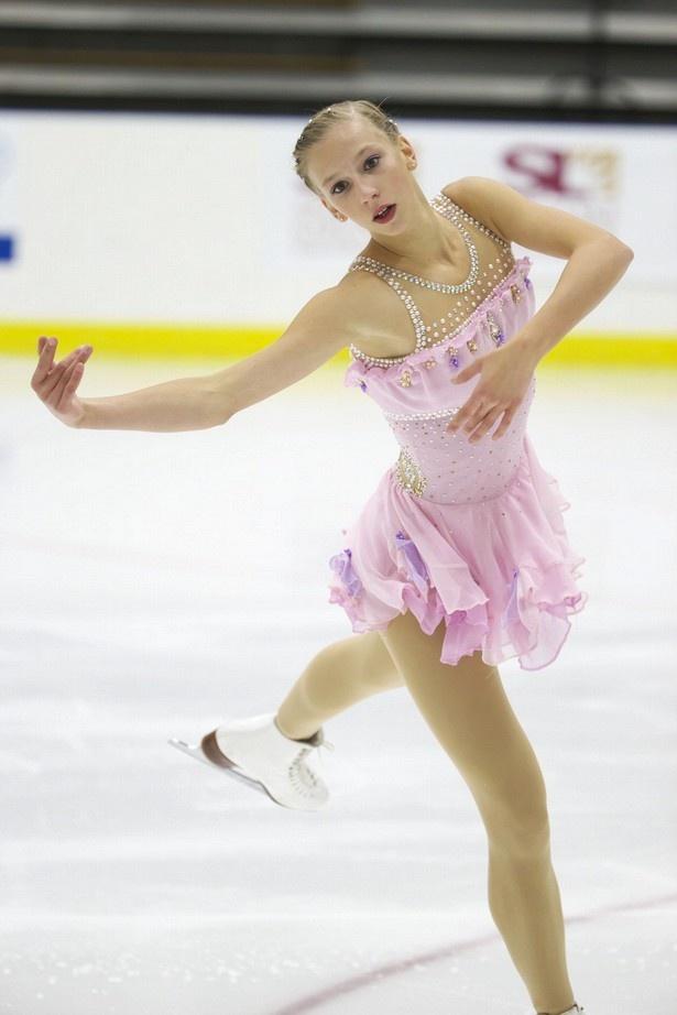 9月に行われたUSインターナショナル2014でのポリーナ・エドモンズの演技。長身を生かしたダイナミックな演技が魅力