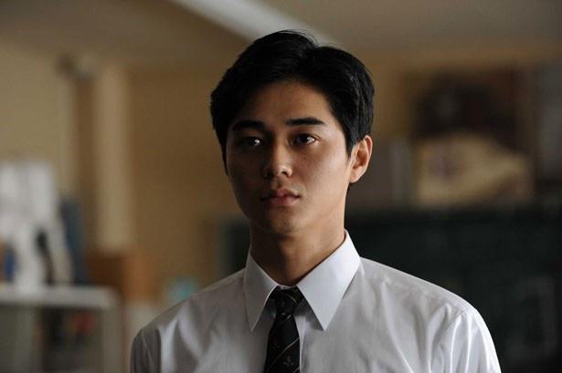 こちらもパラサイトの島田秀雄(東出昌大)。不気味な笑顔が異様