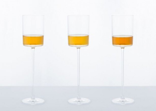 マデイラ島で生産される長期熟成タイプのワイン「Madeira」(税抜1400円、チョコレート付き)。甘口から辛口まで、3種類のフレーバーを用意
