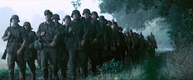迫りくる300人のドイツ軍
