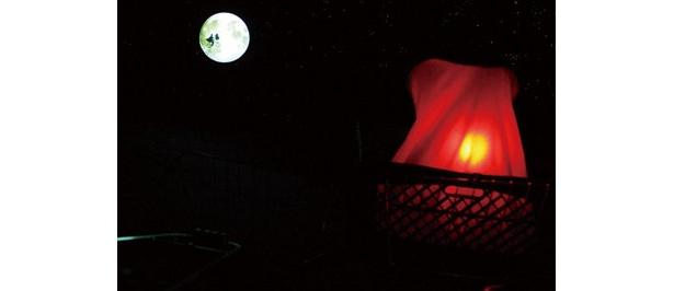 ハリウッド・エリア内「E.T.トイ・クローゼット」で「E.T.アドベンチャー・フレンド・エクスプレス・パス」(1000円)が発売中。通常より短い待ち時間で体験でき、ビークル(乗物)も貸切で楽しめるから自転車の先頭に乗れる(写真)。5/10(日)まで
