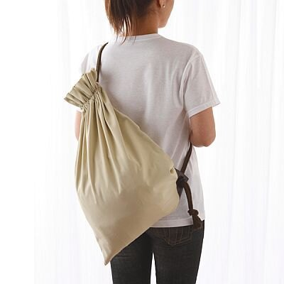 消臭巾着袋は2サイズ(2980円、3980円)あり。臭いの気になるものを入れて持ち運べるという