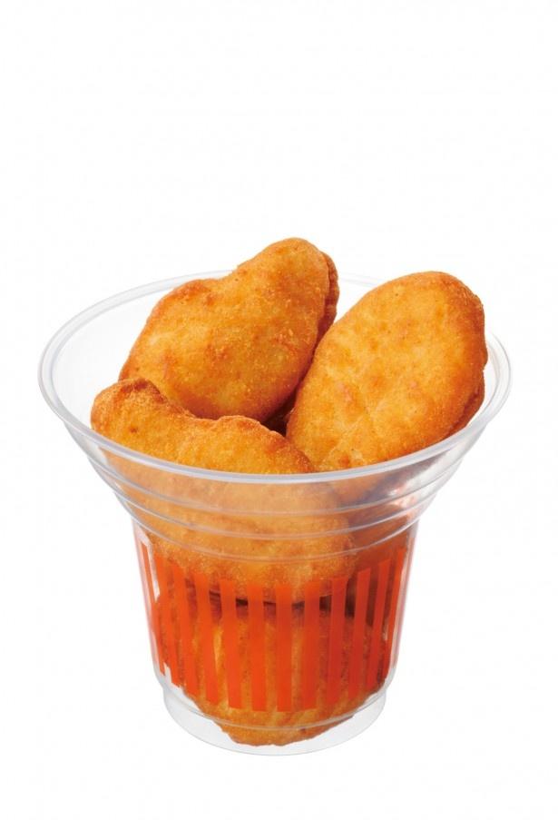 「スナックから揚げ」(240円)は、銘柄鶏の豊かな旨味が魅力!低温でじっくりと調理し、やわらかくジューシーに仕上げた