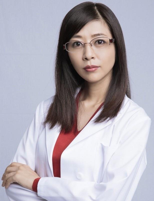 花咲慎一郎が経営する保育園の近くにある診療所の医師・奈美を演じる白石美帆