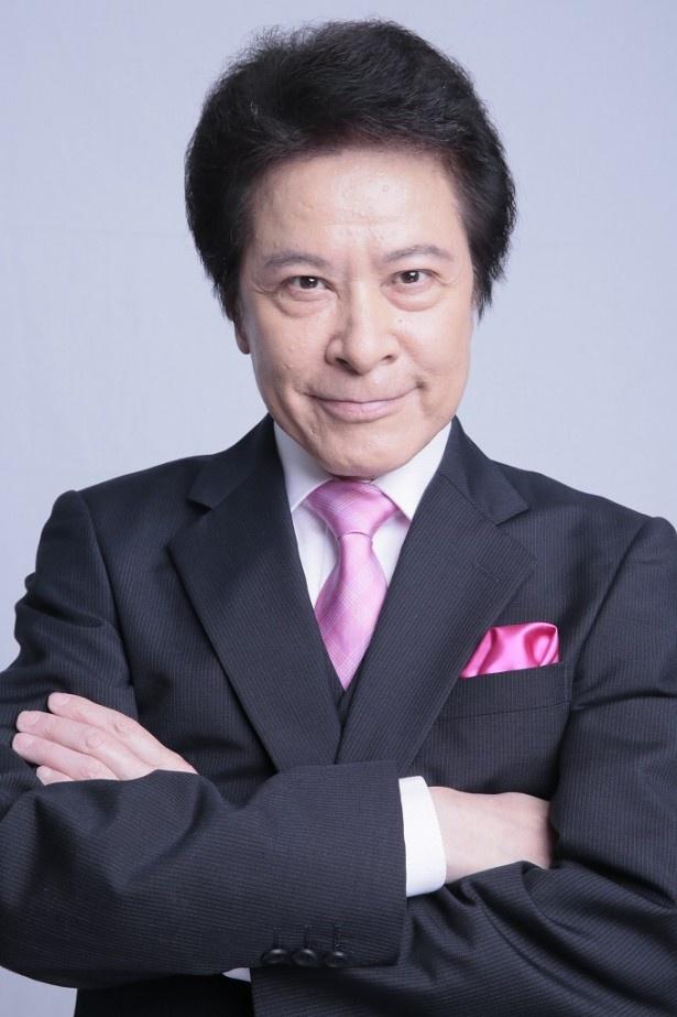 花咲慎一郎に厄介な案件を依頼する探偵事務所の代表・城島役の鹿賀丈史