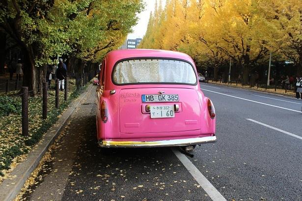 街でこのタクシーを見かけると幸せになれるのだとか