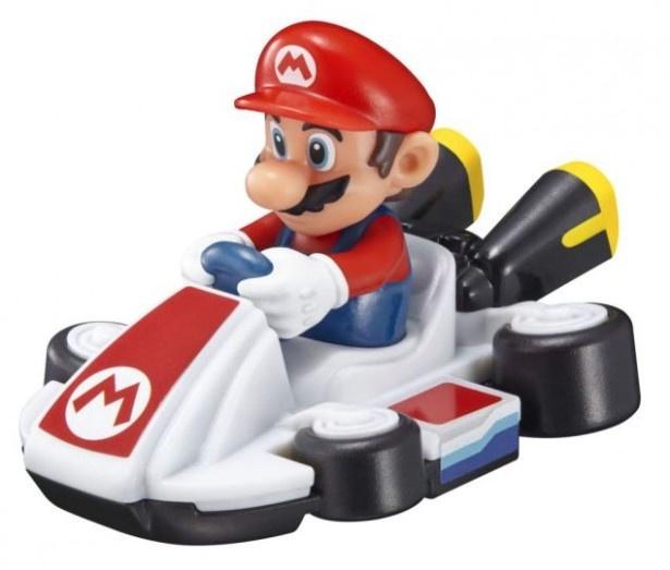 マリオなどの人気キャラクターがマシンに乗って登場!