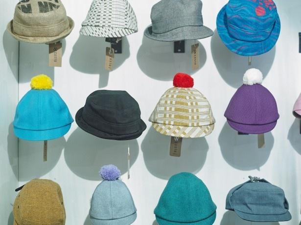 コストは、リサイクルした原材料で作る帽子やアクセサリーを展開するフィンランド発のショップ