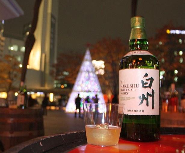 【写真を見る】美しいイルミネーションを見ながらウイスキーの飲み比べ!