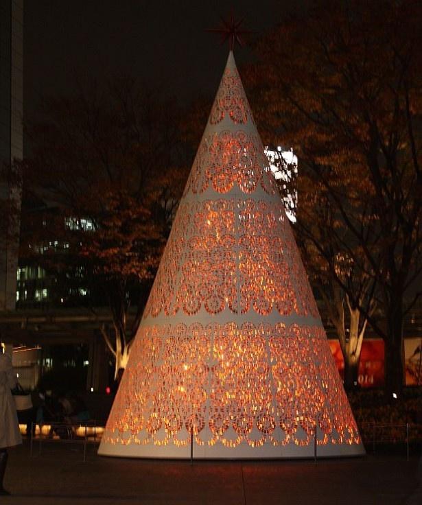 「ワールド・ウイスキー&イルミネーション」のクリスマスツリー。クリスマスツリーは毎日17時から24時まで点灯している