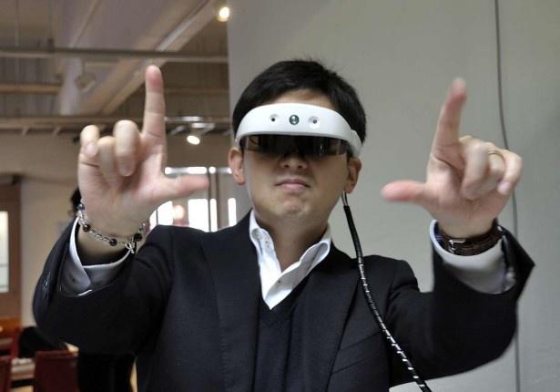 スマートグラス「mirama」。手を動かすだけで様々な操作ができる