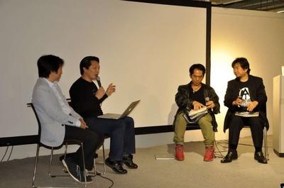 「Macintosh 30Years Meeting KOBE」のトークショー。左から林信行さん、杉本真樹さん、中尾毅さん、村上丈一郎さん