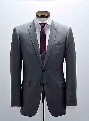 Collection Model Suit(3万9900円)。シャツは3990円、ネクタイは2940円といずれもリーズナブル