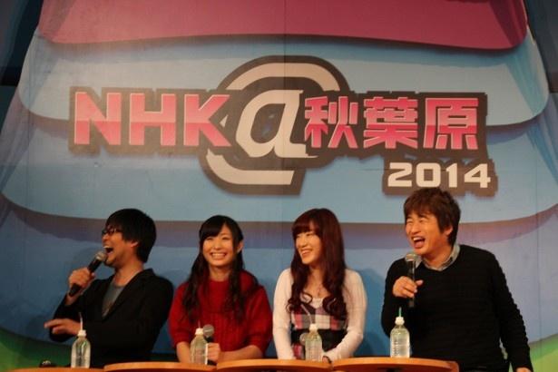 宮崎監督のVTRに笑顔を見せる4人