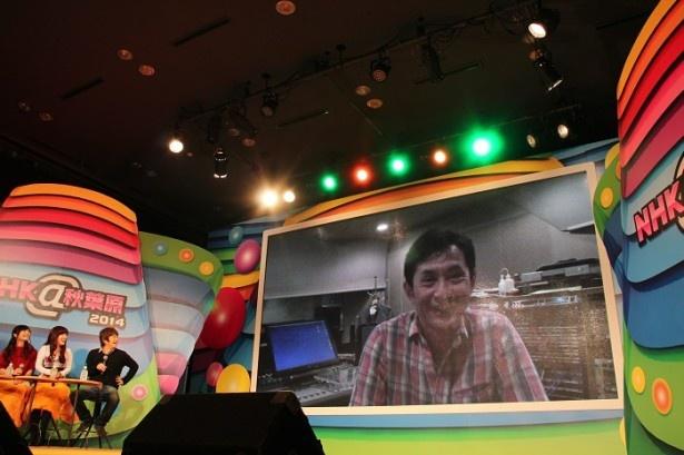 【写真を見る】サプライズとしてVTRで登場した宮崎吾朗監督