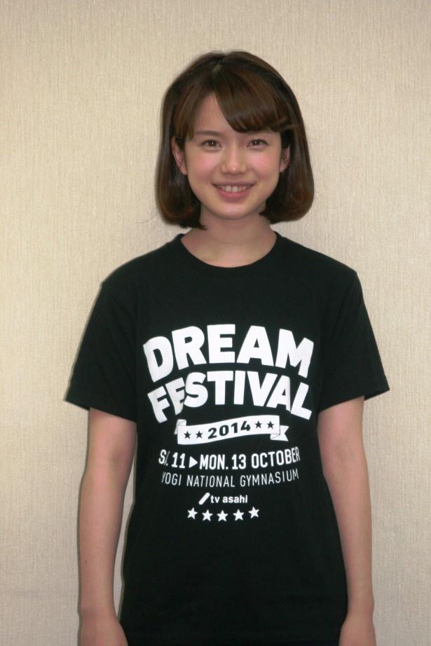 """【写真を見る】「『ミュージックステーション』の本番中は生放送ならではの""""気""""があって楽しい」と弘中アナは笑顔で明かす!"""