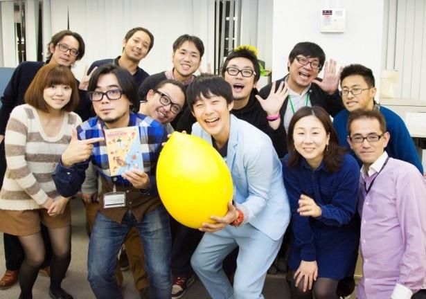 ピン芸人・佐久間一行がテレビジョン編集部を訪れ、新作DVDをPR!