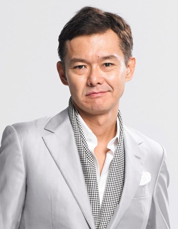 「赤松金融」を経営する赤松大介を演じる渡部篤郎。同社は表向きは正規業者だが、裏では法定外の金利で金を貸している