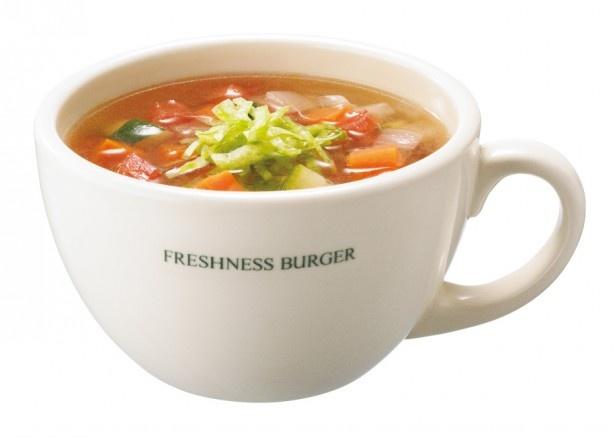 バターで炒めた野菜を、ダブルコンソメ製法で仕上げた特製スープで煮込んだ「ベジタブルスープ」(単品税抜290円) ※一部店舗では未販売