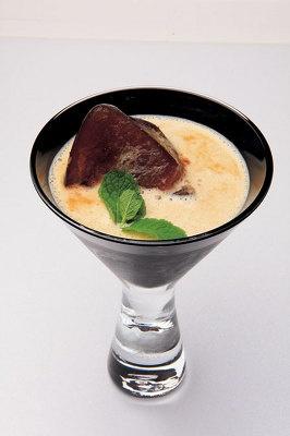 コーヒーの氷で恐竜が絶滅した氷河期をイメージ。ディーノ/¥800/Lounge R