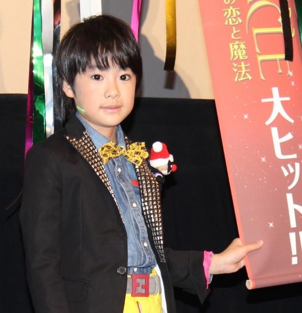 【写真を見る】相葉雅紀の子ども時代を演じた二宮慶多、その愛らしさに会場から「かわいい!」の声が