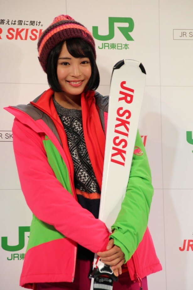 「『JR SKISKI』キャンペーン新CM記者発表会」にCMで着用したスキーウエア姿で登場した広瀬すず