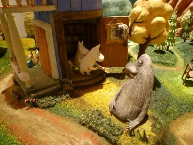 展覧会の見どころ「ムーミン谷のジオラマ」は、ムーミンやその仲間たちの暮らしぶりをリアルに再現