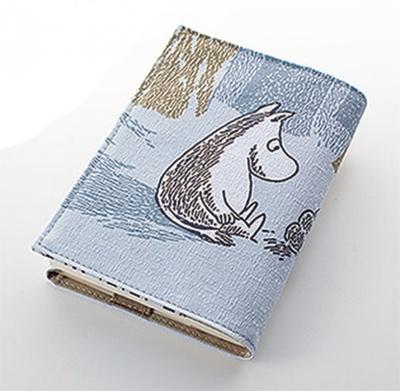 展示会限定グッズのブックカバー1944円は、原画がデザインされている