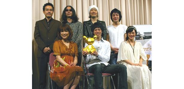 上段左から・田口トモロヲ監督、みうらじゅん、リリー・フランキー、峯田和伸 下段左から・堀ちえみ、渡辺大知、臼田あさ美