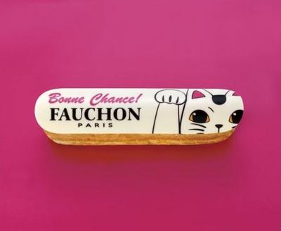 ポップで愛らしい招き猫がデザインされた「Eclair Bonne Chance!(エクレール ボンヌシャンス!)」(648円)。中にはホワイトガナッシュ味のクリームがたっぷり!