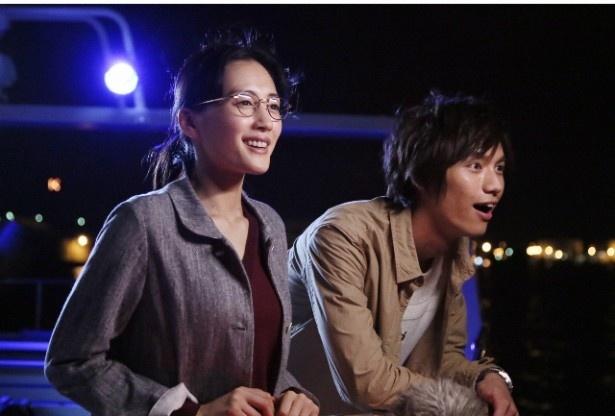 花笑(左・綾瀬はるか)と田之倉(右・福士蒼汰)のピュアな恋愛模様が話題に! 平均視聴率16.0%を記録したドラマ「きょうは会社休みます。」