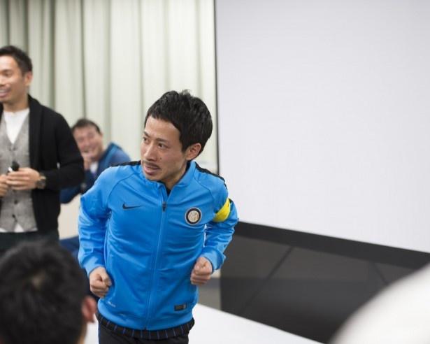 長友選手の物まね芸人、橋本まさをがこっそりイベントに参加。会場を沸かせた