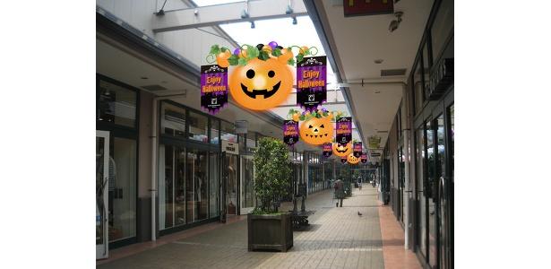 毎年好評のハロウィン装飾。モールだけでなく各店舗内の装飾も派手で楽しい