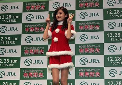 小島瑠璃子は本命のエピファネイアの枠順「13」のポーズを指で作ってみせた