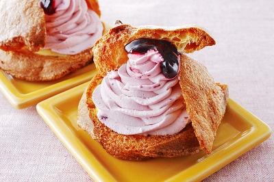 「もりもと」の「ハスカップのダブルシュー」230は、カスタードクリームとハスカップ入り生クリームのダブルシュー。2つの味が楽しめる