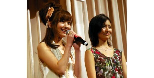 菜都美の友達の思春期時代を演じる波瑠(左)と高山侑子