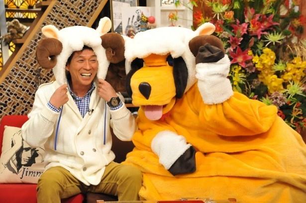 1月2日(金)に放送される「新春大売り出し!さんまのまんま」に出演する明石家さんま(左)