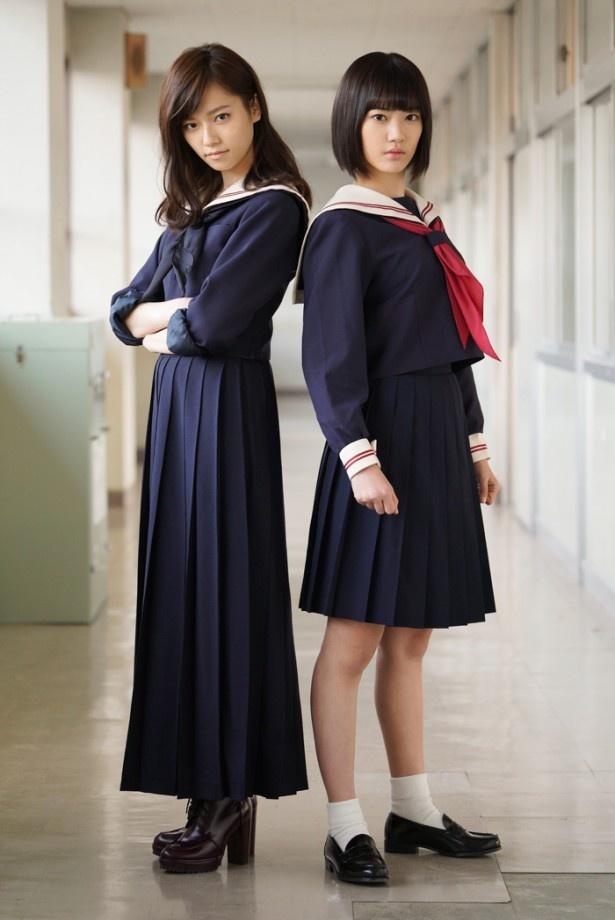 「マジすか学園4」でW主演を務めるHKT48・宮脇咲良(右)とAKB48・島崎遥香(左)