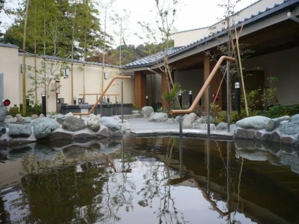 【写真を見る】稲城天然温泉 季乃彩は、炭酸水素塩泉の美肌効果に加え、源泉に含まれる塩分の保温効果が魅力。ラドン岩盤浴や高濃度酸素機を導入した岩盤浴も珍しい