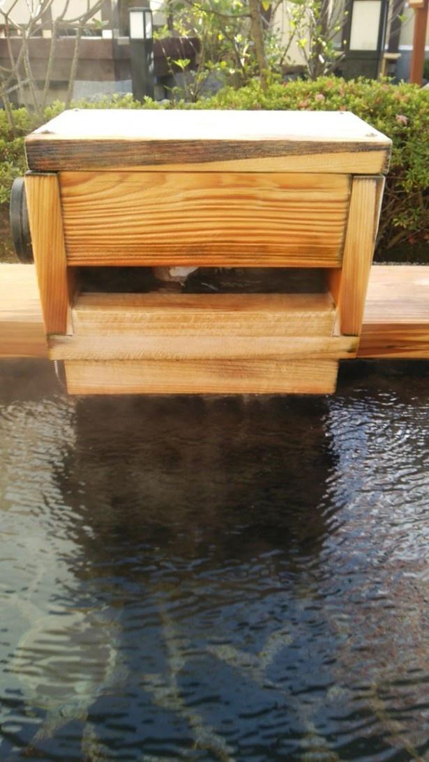 単純温泉は、複数の成分が溶け込む無色無臭の柔らかい泉質。pH 値8.5以上のアルカリ性単純温泉は、皮脂を溶かすので肌がすべすべに!