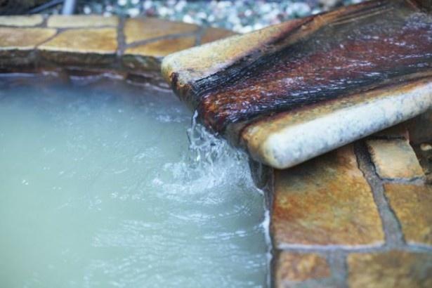 都内近郊に一番多い泉質の塩化物泉は、塩分が主成分。温かい湯に溶けた塩分が肌にベールを作り、熱を逃さないため保温効果が高い。肌が弱い人は長湯に注意したい