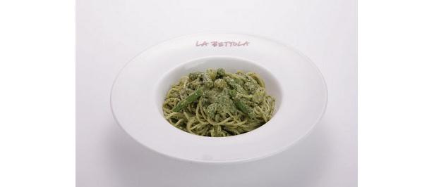風味豊かなバジルにチーズ、松の実などが入ったジェノバ風バジルペーストのスパゲティー¥1260