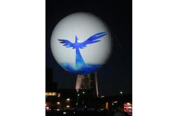 青い鳥が浮かび上がる