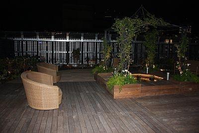 夜の屋上庭園は夕涼みにぴったり
