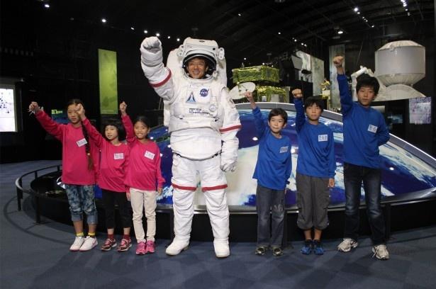 """「修造学園」第17弾では子供たちが""""宇宙""""をテーマにしたミッションに挑む!"""