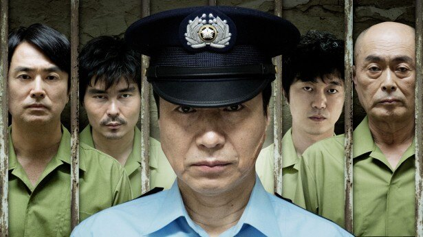 小日向文世主演のオリジナルドラマ「プリズン・オフィサー」が、2月1日(日)よりdビデオで配信