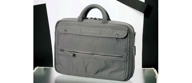 LUGGAGE LABELSCOPEビジネスバッグ¥25,200(限定10個)