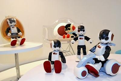 フレンドリーロボット「ロビ」の魅力が堪能できるカフェが期間限定でオープン