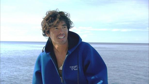 ザトウクジラとの遭遇を求め、伊藤英明がトンガの海へ。クジラの子育ての謎に迫る。