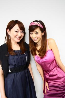 司会を務める、ほしのあきさん(写真右)と藤本景子アナウンサー